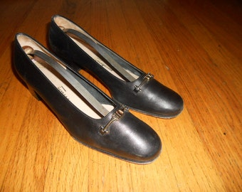 Vintage Salvatore Ferragamo Boutique Horsebit black leather pumps size 9 AA (narrow) womens Made in Italy