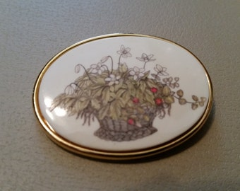 Vintage MFA Museum of Fine Arts Boston Pin Scrimshaw Style Gold Tone Pin Brooch Flowers in a Basket 1980s