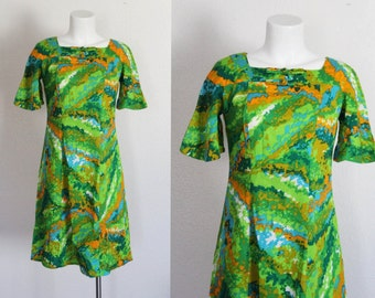 Vintage 1960s Hawaiian Dress / Kamehameha Hawaii Dress / Vintage Hawaiian Print Dress / 1960s MOD Hawaiian Dress / Size Medium