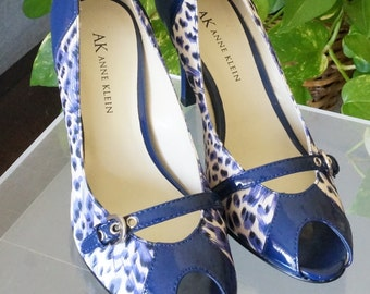 Free Shipping! Vtg. New ANNE KLEIN Royal Blue Animal Print Fabric and Patent Leather Open Toe Pump Heels - Size 5 M