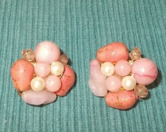"""Vintage 1950s/1960s RETRO Pink & White Bead Clip-on Ball Earrings-1"""" diameter-FREE SHIPPING!"""