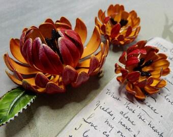 Fabulous Flower Power Metal Chrysanthemum Brooch & Earrings Set Red/Orange    NBO17