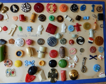 1940s Figural Realistic Plastic & Bakelite Goofie Novelty Buttons on Board Card 70+ Lot 2