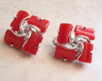 Red Thermoset Earrings Square Silver Tone Clips Moonglow Thermoplastic Plastic Vintage V0892