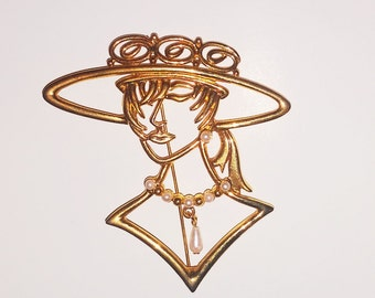 Vintage gold lady brooch/Lady in hat and pearl brooch