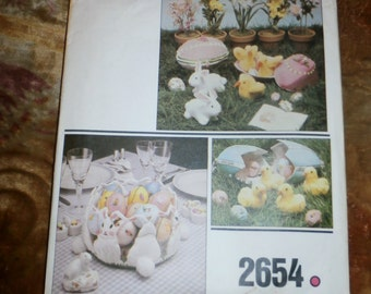 Cute Vintage 1980s Vogue Craft Pattern 2654, Easter Home Decor, Uncut, Factory Folds
