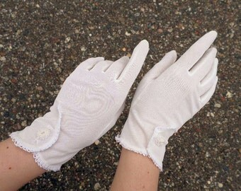 Sale 25% Off Use Coupon Code SAVE25 // White Gloves w/ Faux Buttons Vintage 60s