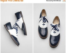 20% SALE vintage 1950s ladies saddle shoes - 50s deadstock oxford shoes / Navy Blue & white oxfords - 50s sock hop saddle shoes / RARE - mar