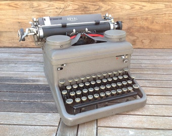 Vintage 1930's Royal KHM Typewriter