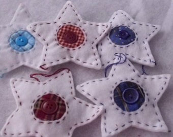 Christmas Tree Felt Star Ornaments White with Red, Blue and Turquoise Homespun and Button Trim