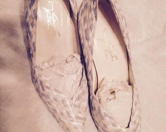 Vintage Gloria Vanderbilt Shoes Pastel Blueish Lavendar Pink and White Leather Hand Woven High Heel Pumps Size 8.5 Medium
