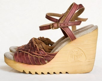 CUTE 1970s vintage woven leather platform wedges  6