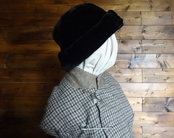 Vintage English black faux fur like hat woman ladies unisex size m circa 1970-80's / English Shop