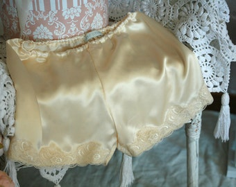 Cream slik pajama shorts, mulberry silk and dainty lace trim, everyday luxury, Valetnine's day, wedding nightwear