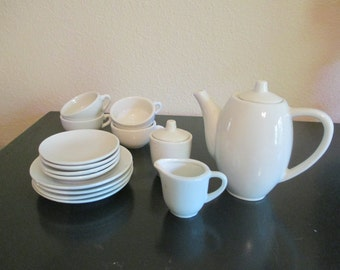 Vintage Child White Ceramic/Porcelain Tea Set