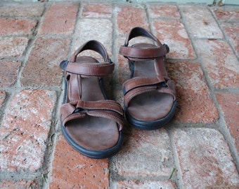 Vintage Womens 10 Teva Sport Sandals Velcro Brown Leather 80s 90s Preppy Hipster Hippie Natural Outdoor Spring Summer Boat Walking Shoes