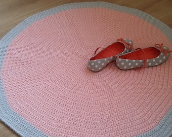 Nursery rug, round rug, floor rug, floor mat, kid's room rug, crochet rug, doily rug, kids rugs, baby girl nursery decor, peach rug