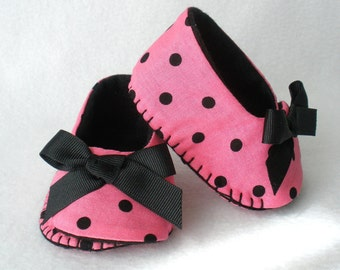 Baby Shoes, Girls Hand Stitched Booties,  Pink and Black Polka Dot Hand Sewn Baby Shoes,  Spring Lady Bug