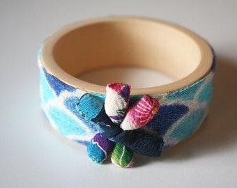 Japanese fabric bangle, blue shell pattern