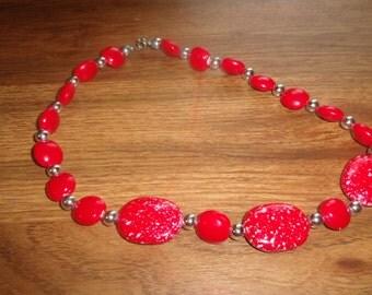 vintage necklace red speckled lucite