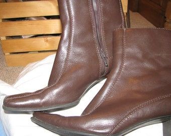 ANN MARINO Leather seamed  Brown square toe boots  EXCELLENT condition 7.5 Medium