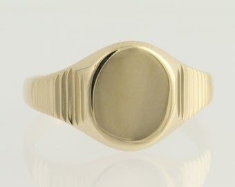 Engravable Oval Signet Ring - 14k Yellow Gold Ribbed Texture Women's N646