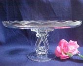 RÉSERVÉ Vintage plateau de gâteau princesse claire par Viking de verre, élégant ronde cristal Cake Stand, assiette à gâteau piédestal w / Base coeur inversé