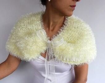 Ivory Faux Fur Cape, Bridal Bolero, Wedding Poncho Capelet, Shoulder Cover-up, Cozy Shrug, Winter Wedding Bolero, Fall Wedding