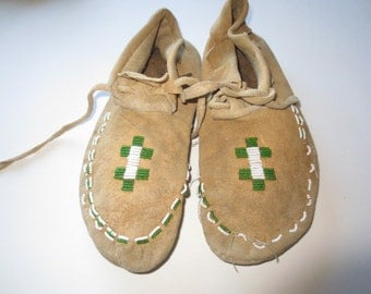 1950's Leather Beaded Moccasins // Montana Plains Moccasins // Hand Made. Hand Stitched and Beaded...8 1/2 men's, 10 woman's