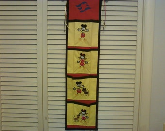 Disney READY MADE Stick Figure 4-Pocket Fish Extender