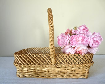 Lovely French Vintage small woven wicker basket, french countryside