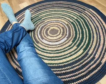 New and original hand crochet rug with symmetrical stripes, 40 inches in diameter
