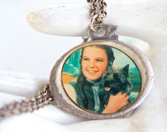 Wizard of OZ Medallion Necklace - Dorothy and Tonto - There's no Place Like Home