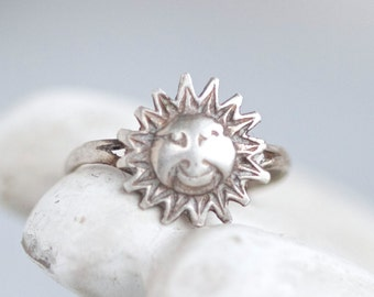 Blazing Sunshine Ring - Sterling Silver Smiley Sun - Size 5.5