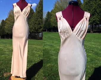 1930s-1940s Large Peach Nightgown / Marilyn Straps / Old Hollywood Style / Large Vintage Nightgown / Peach Nightgown