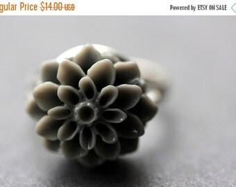 VALENTINE SALE Gray Mum Flower Ring. Grey Chrysanthemum Ring. Gray Flower Ring. Adjustable Ring. Handmade Flower Jewelry.