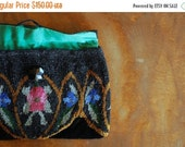 SALE / antique 1920s purse / beaded velvet evening clutch