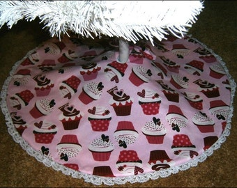 """Valentine's Day Tabletop Tree Skirt ~ 22"""" ~ Pink with Cupcakes and Hearts"""