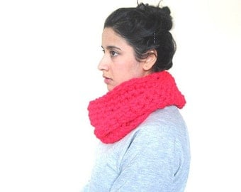 Chunky Cowl, Infinity Scarf, Cowl Snood Scarf in Raspberry Red handmade - READY TO SHIP