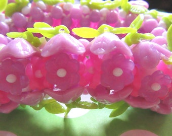 Vintage 1960's Purple and Hot Pink Flower Stretch Bracelet Flower Child 1960's Costume Vintage Costume Jewelry Destash Flower Beads