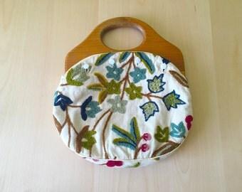 Vintage Bermuda Bag Embroidered Wooden Handles Floral Flannel beige Coverlets Reversable