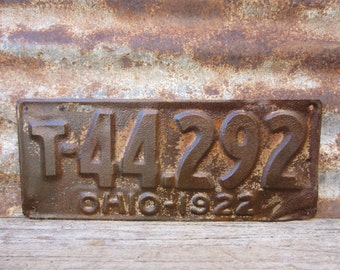Antique License Plate 1922 OHIO Rust & Rusty 1920s  OH License Plate Vintage Industrial Metal Sign Distressed Aged Patina Car Auto Hot Rod