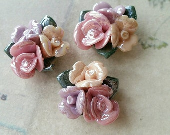 22mm Two Holes and Flat Back Glazed Porcelain Cluster Roses  (t.a)
