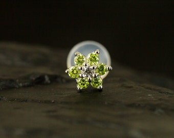 Green Peridot CZ gems flower push in 16gauge bio flexible labret / helix / cartilage / tragus piercing