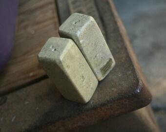 Connemara Marble Green Salt And Pepper Shaker Set Made In Ireland, Kitchen, Table Setting, Irish, Vintage Kitchen