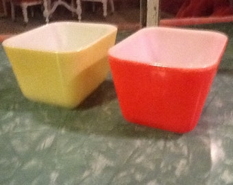 Pyrex Refrigerator Dishes Red Yellow Vintage Glass