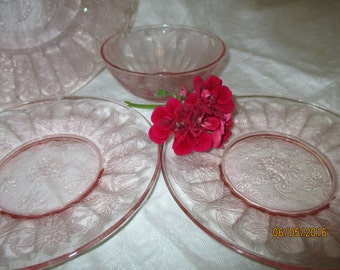 """Jeanette Glass Pink Floral """"Poinsettia"""" Dinnerware - 4 Pcs"""