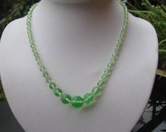 1960s green choker / necklet