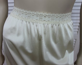 Vintage Olga Half Slip Size Small Pale Ivory/Yellow