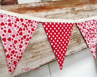 Valentine Bunting, Valentine's Day Decor, Valentine Photo Prop, Fabric Bunting, Red & Cream Hearts and Dots Banner, Mantle Decor